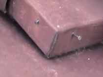 南 鋼板屋根 釘浮現象