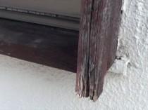 西 2F木枠 傷んでいる