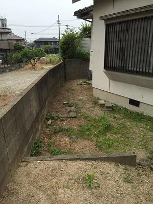 福岡市南区花畑S様 外構工事【お庭の地ならし・植物の伐採】:施工前