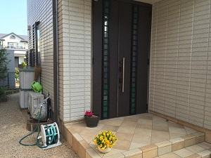 福岡市西区西の丘T様 外構工事【玄関目隠しフェンスの取り付け・ハンギング用メッシュ取り付け・ポストの交換】:施工前