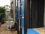 福岡市西区西の丘T様 外構工事【玄関目隠しフェンスの取り付け・ハンギング用メッシュ取り付け・ポストの交換】