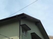 玄関横 破風板 塗膜剥離